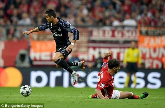 Cristiano Ronaldo, ayaa dhaliyay Goolkii 100, ee Tartankan